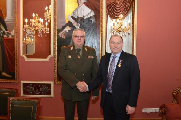 Директор Центра АСТ Руслан Пухов награжден нагрудным знаком отличия Минобороны Беларуси