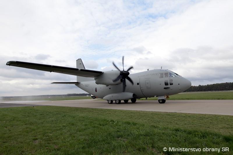 Словакия получила первый военно-транспортный самолет C-27J