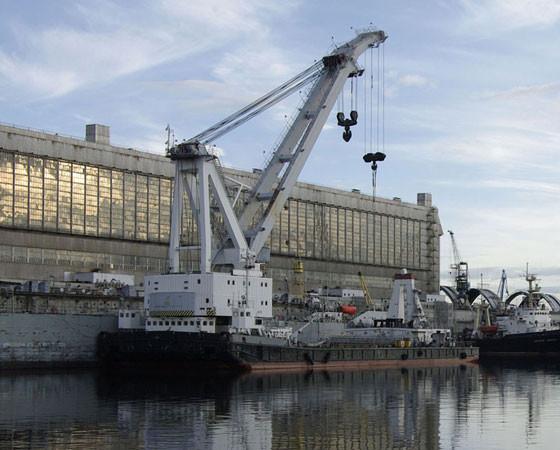 На Севастопольском морском заводе возобновлено строительство плавучих кранов