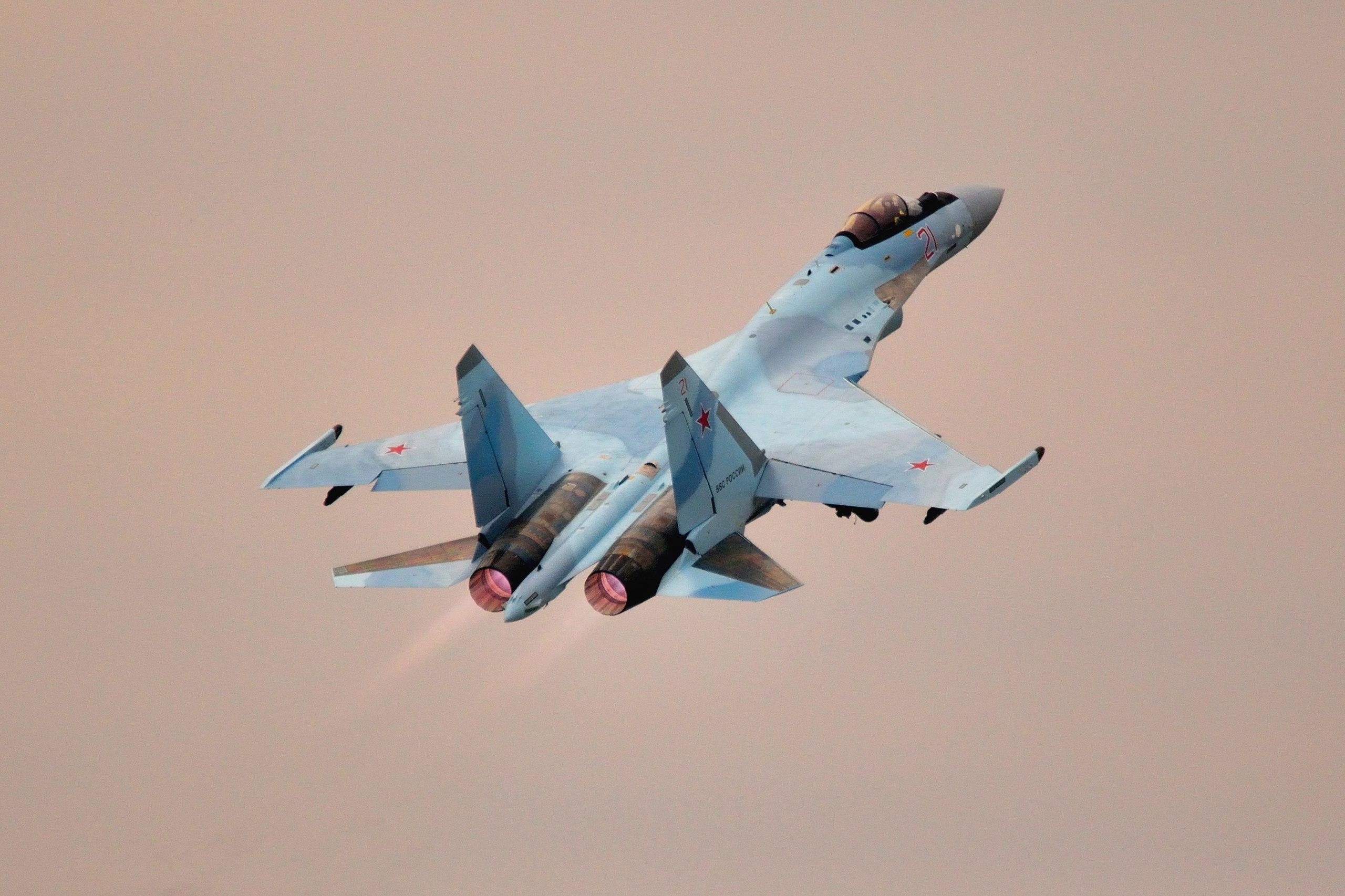 Полк на аэродроме Бесовец получил еще шесть истребителей Су-35С