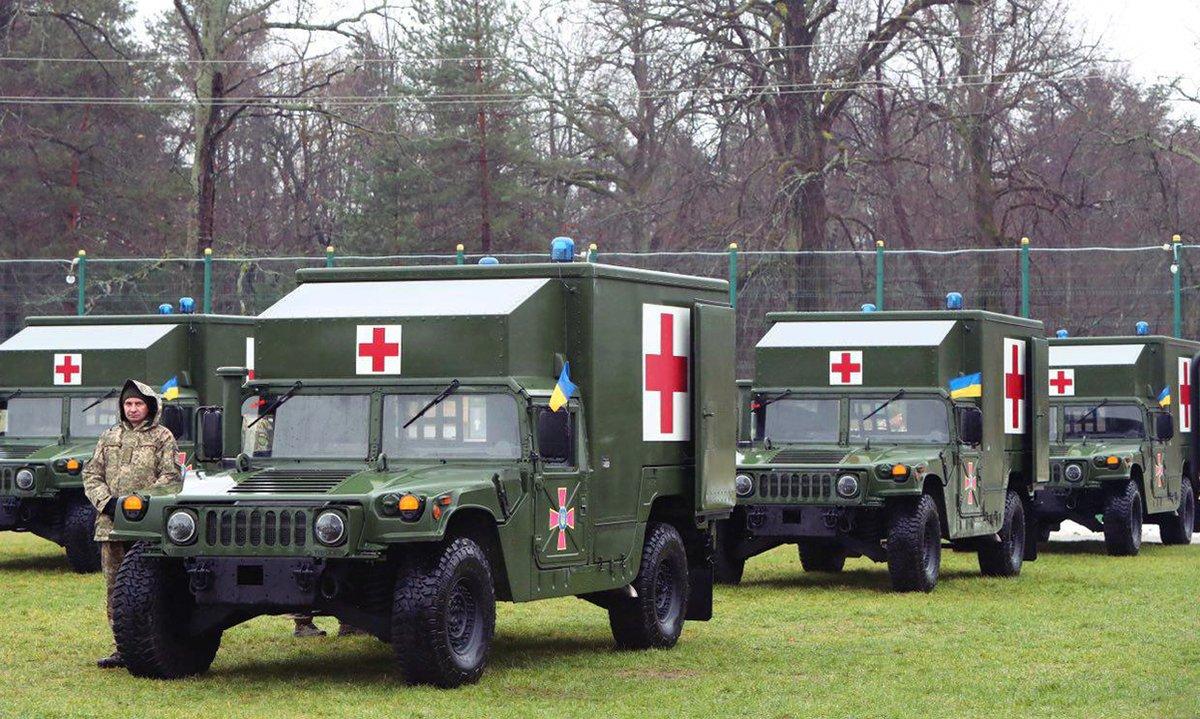 США передали Украине еще 40 санитарных автомобилей M1152 HMMWV
