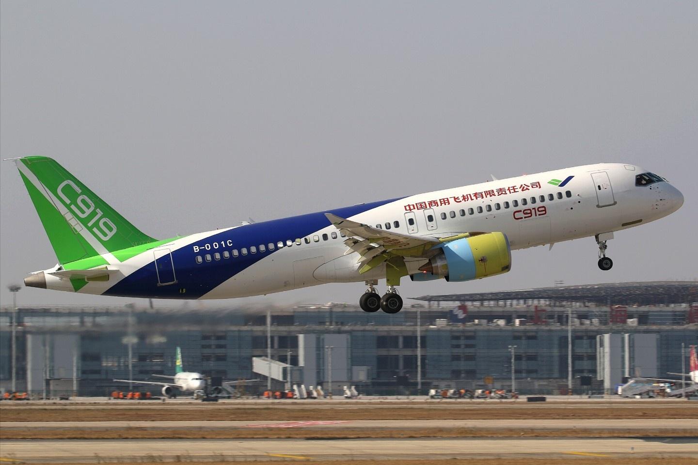 Совершил первый полет второй прототип китайского пассажирского самолета С919