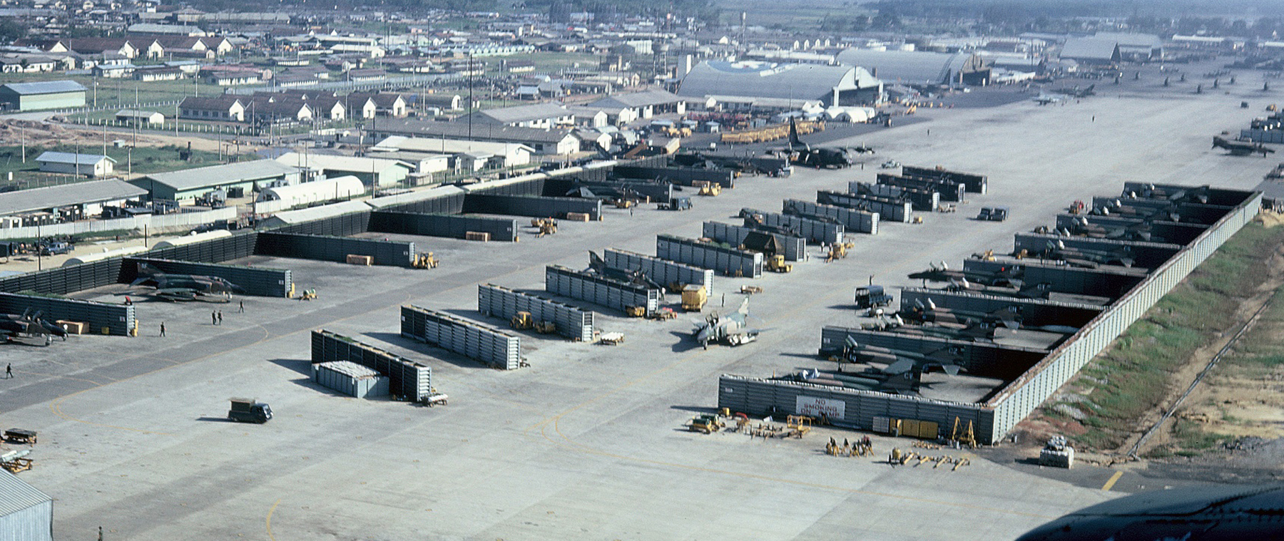 Da_Nang_Air_Base_during_the_Vietnam_War