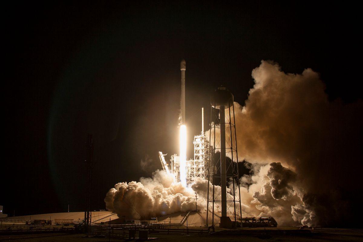 Запуск компанией SpaceX американского секретного спутника Zuma закончился неудачей