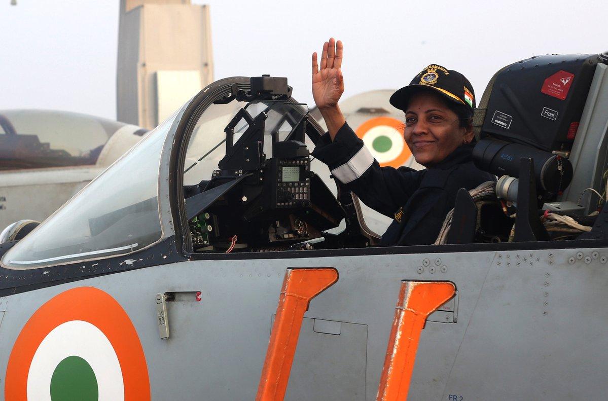 Министр обороны Индии Нирмала Ситхараман на авианосце Vikramaditya