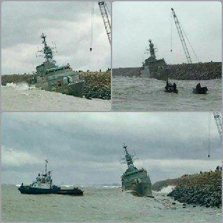 Иранский фрегат Damavand выбросило на волнолом во время шторма на Каспийском море