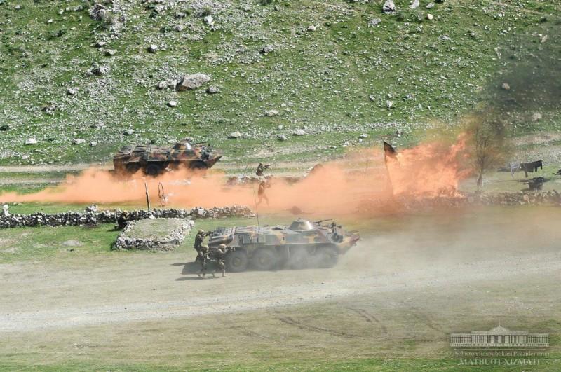 Показные учения вооруженных сил Узбекистана
