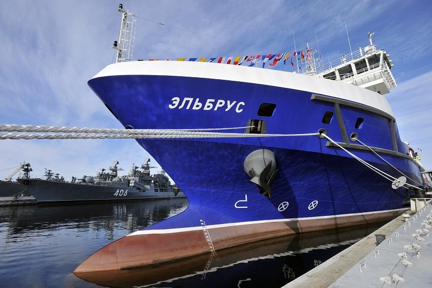 """Судно тылового обеспечения """"Эльбрус"""" передано ВМФ России"""