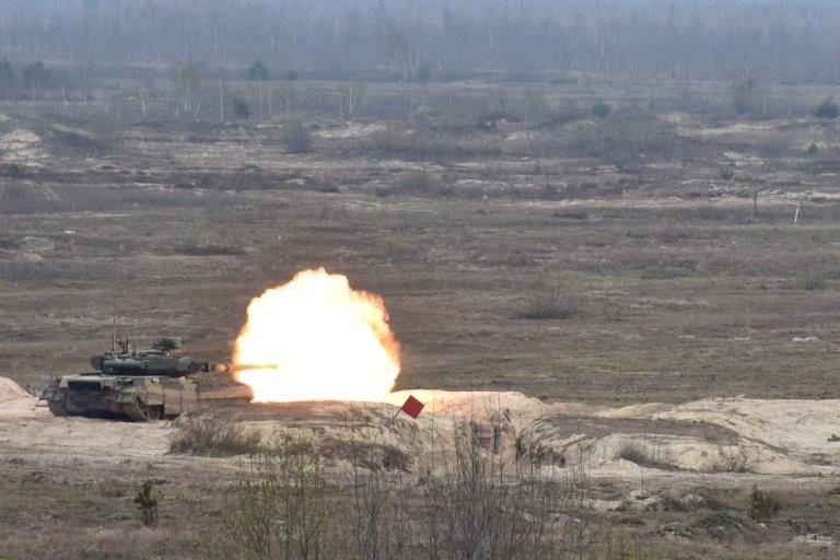 Т-84-у-складі-14-механізованої-бригади-веде-вогонь