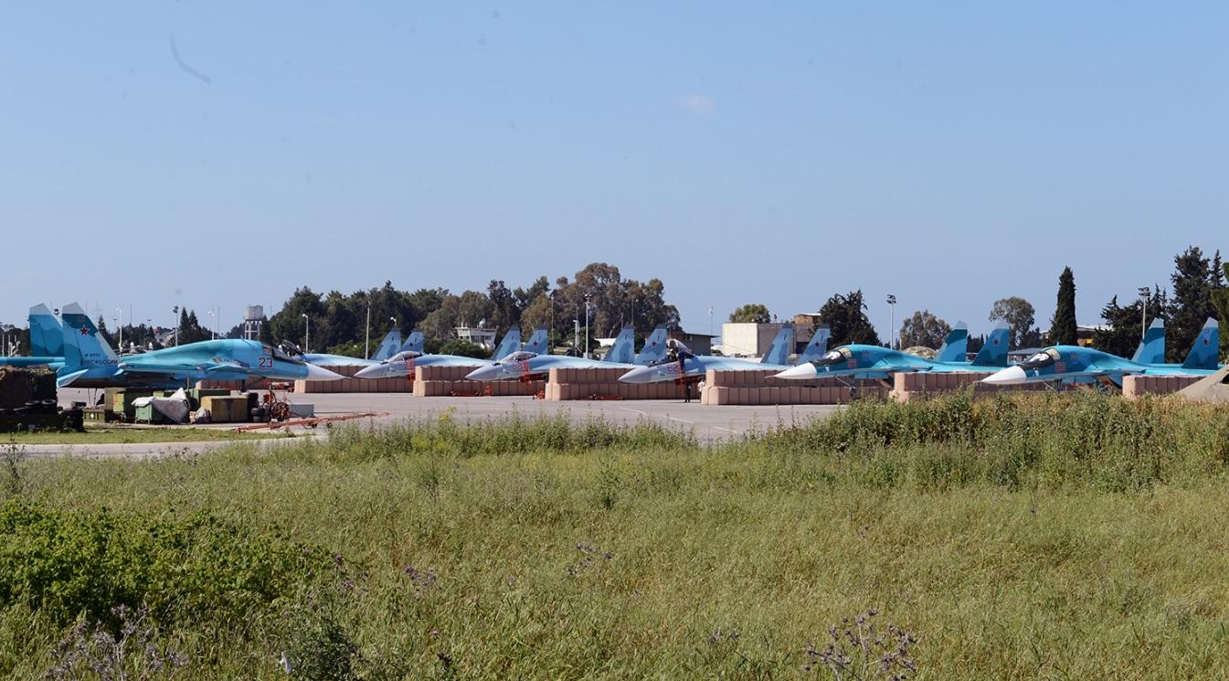 Самолеты в укрытиях на Хмеймиме
