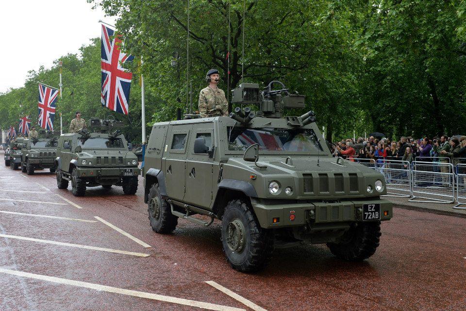 Великобритания распродает бронированные машины Iveco LMV