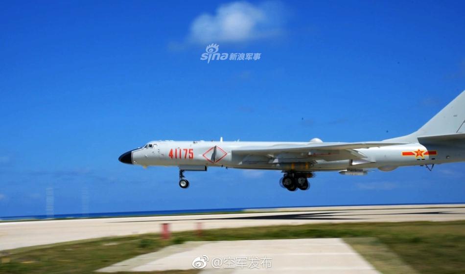 Бомбардировщик-ракетоносец H-6K ВВС НОАК впервые совершил посадку на риф в Южно-Китайском море