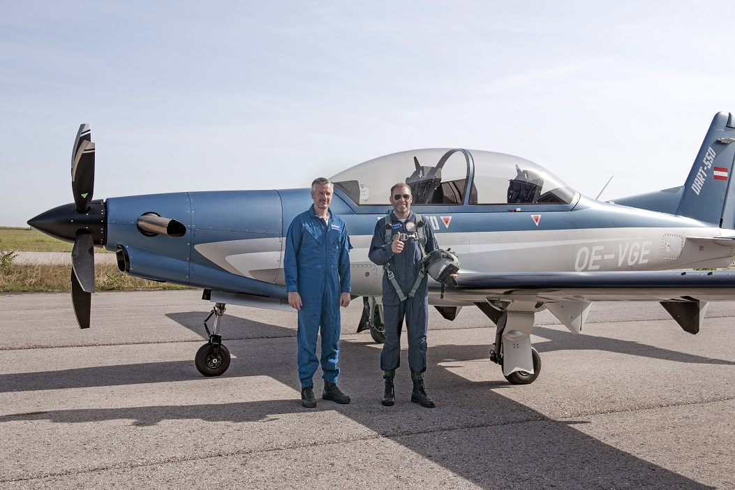 DART-550_MaidenFlight_Pilots