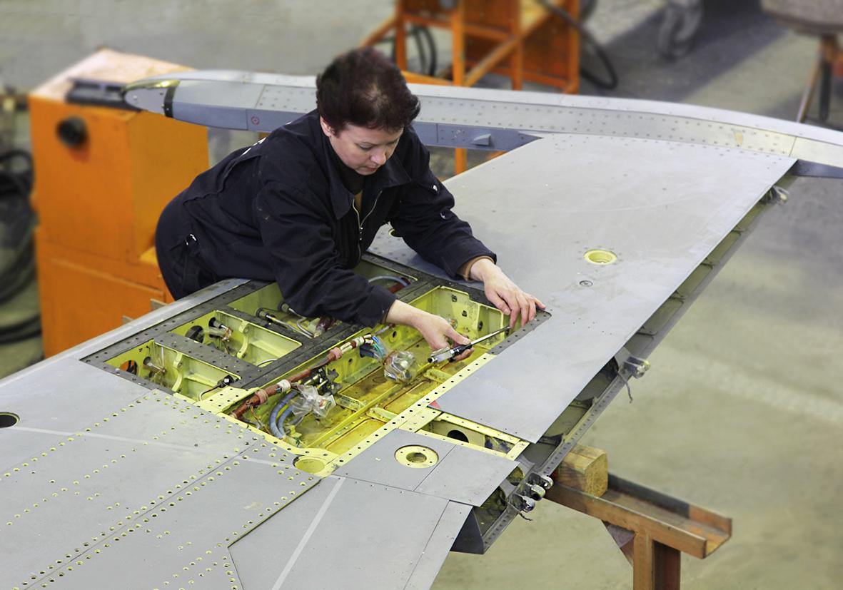 121-й авиационный ремонтный завод в Кубинке осваивает ремонт самолетов Як-130 завод, авиационный, Як130, ремонтный, область, России, самолеты, Московская, ремонте, Кубинка, сейчас, сайте, Учебнобоевые, самолета, белыми, минимум, находятся, фотоматериалам, фотосессии, Су25СМ3»