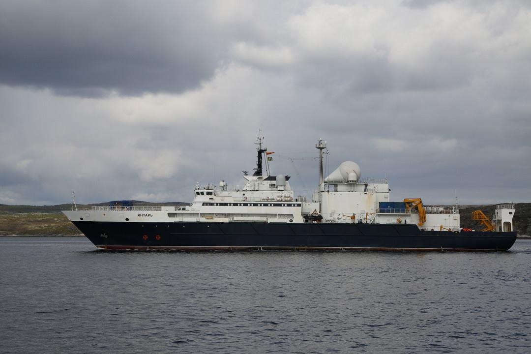 Океанографическое исследовательское судно «Янтарь» вернулось в Североморск после дальнего похода