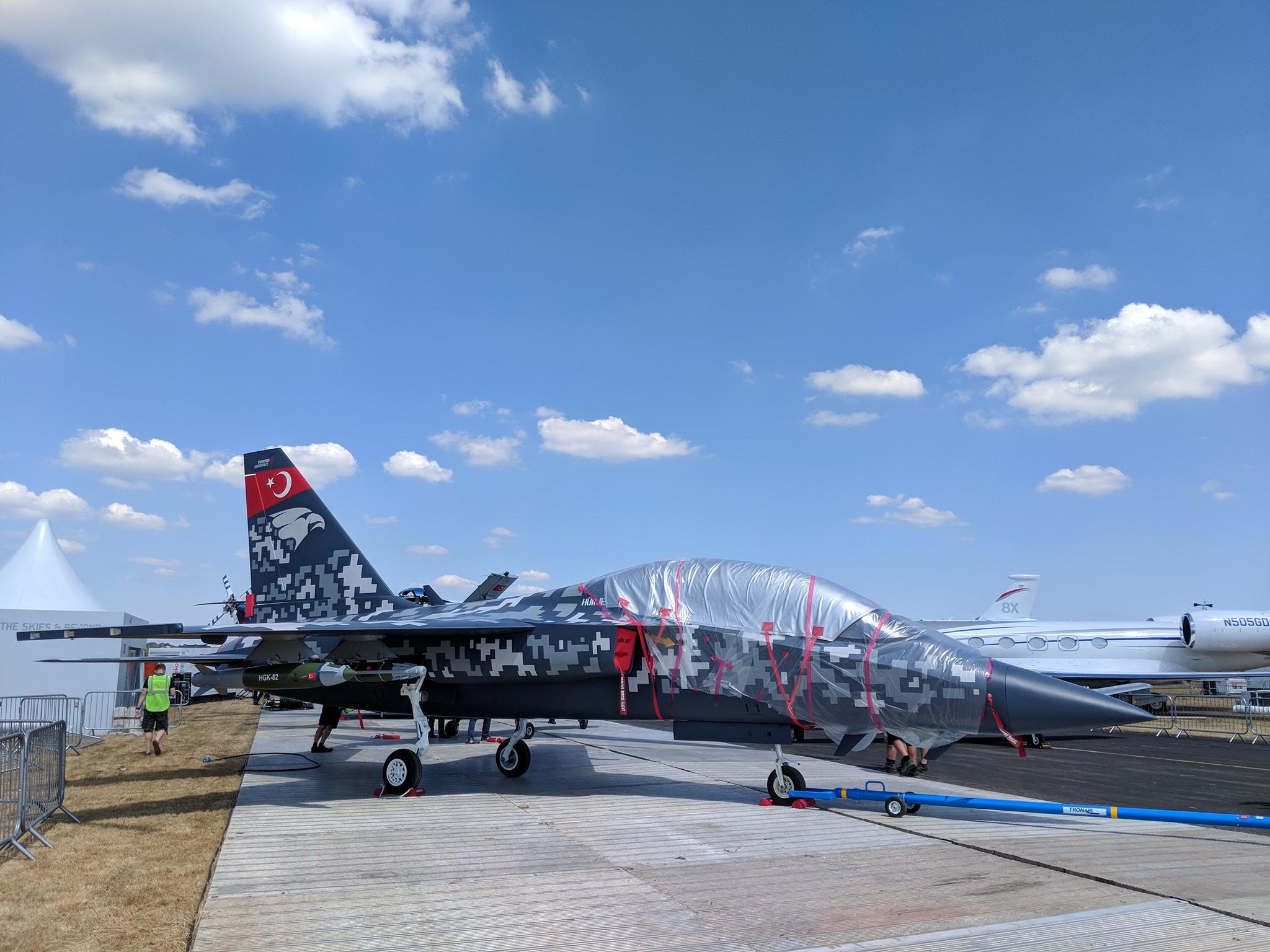 Презентация турецкого реактивного учебно-боевого самолета Hurjet