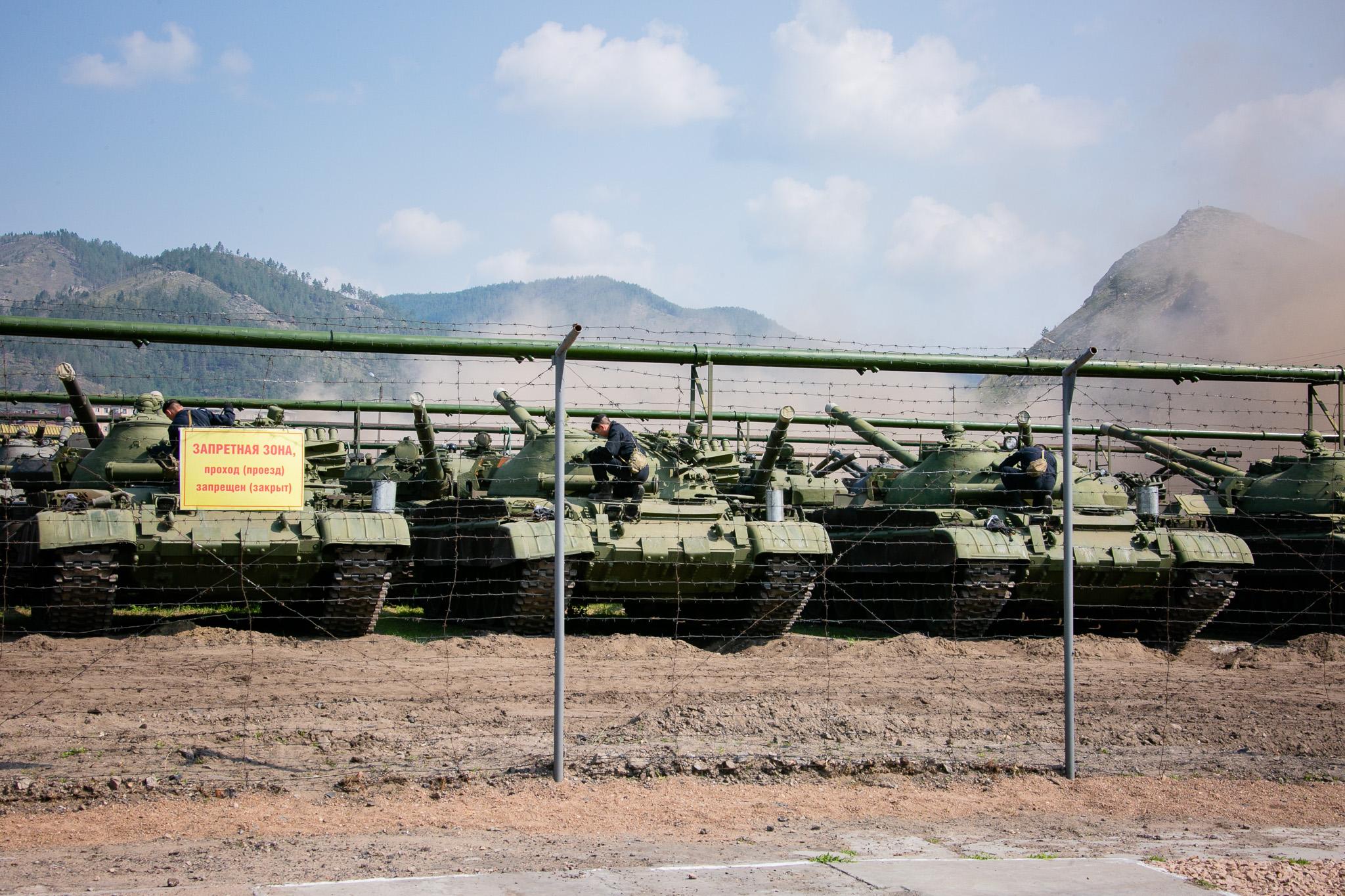Практические занятия по подготовке к боевому применению танков Т-62 с хранения в Бурятии