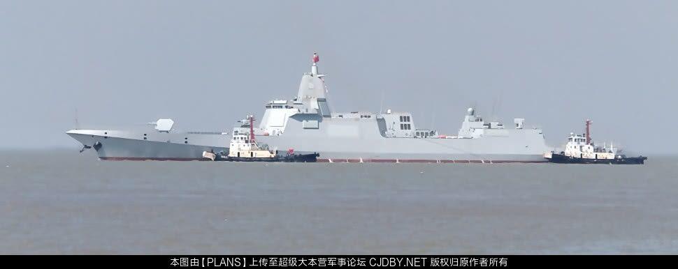 Первый китайский большой эсминец проекта 055 в море