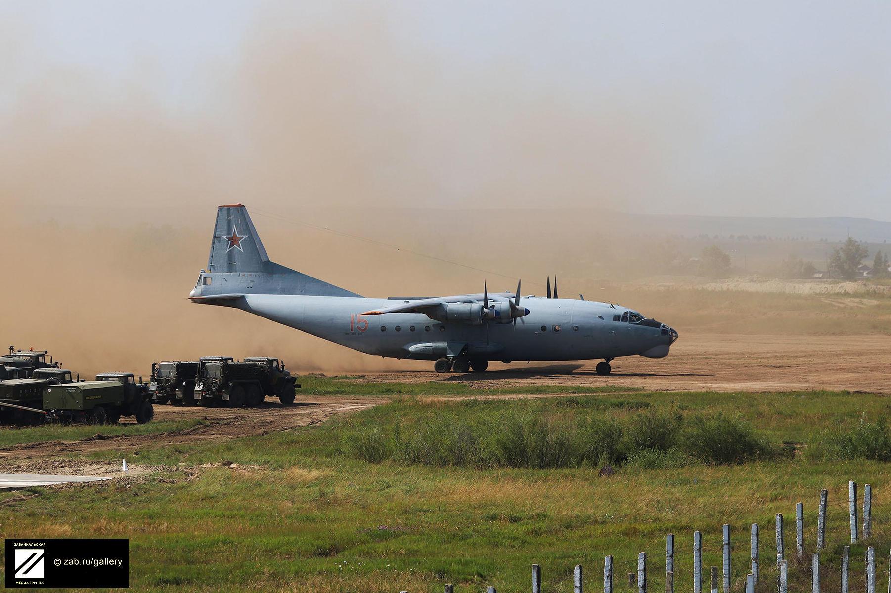 Полеты военно-транспортной авиации на грунтовую полосу на аэродроме Степь в Забайкальском крае