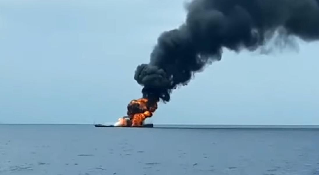Индонезийский ракетный катер Rencong погиб в результате пожара