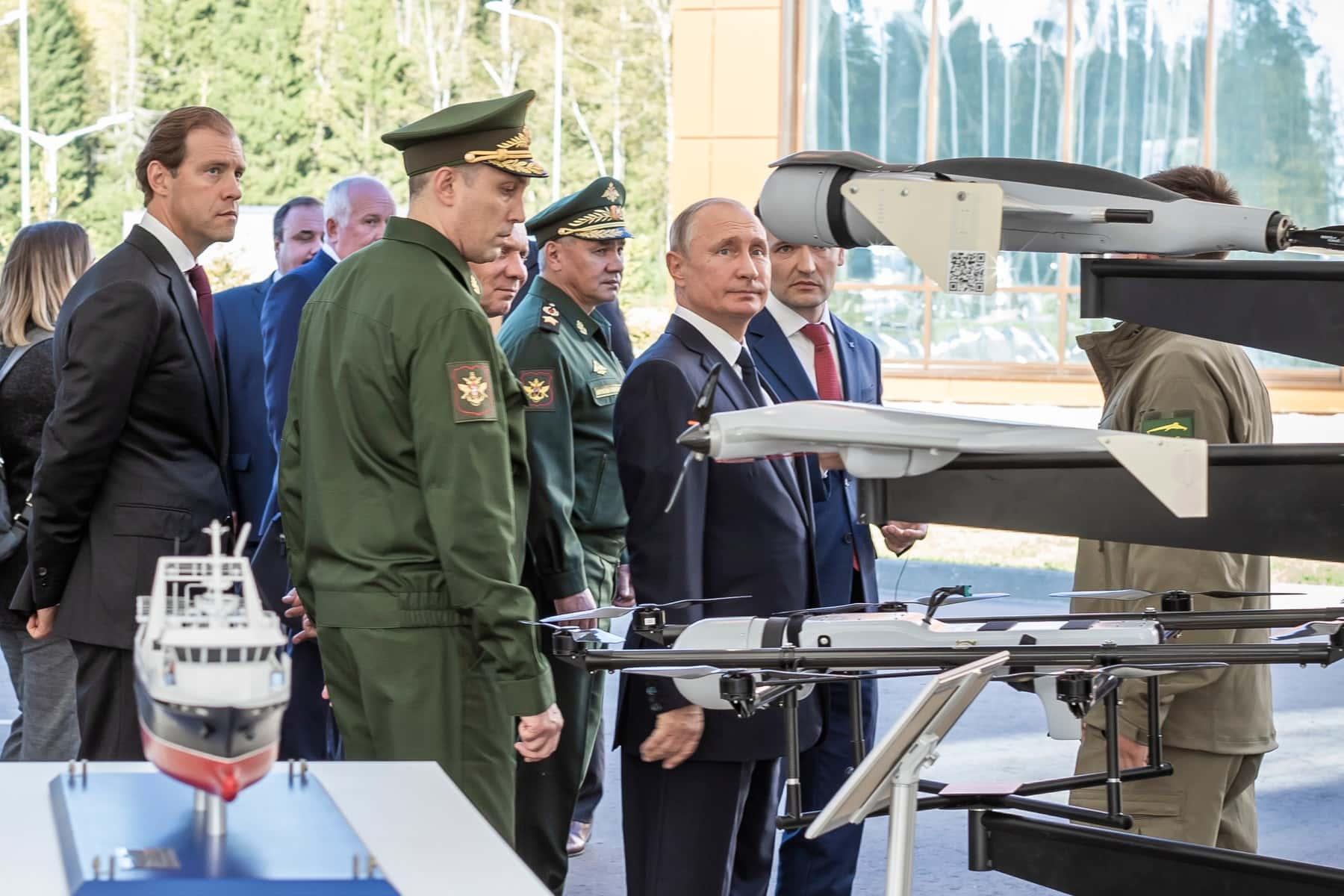 Владимир Путин посетил экспозицию Концерна «Калашников» в парке «Патриот»