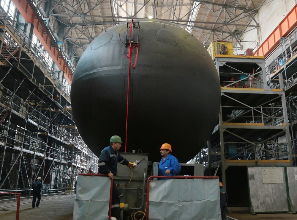 """The submarine Kronstadt of the project 677 project, shipyards, Admiralty, boats, number, Lada, Russia, submarine, submarine, submarine, Kronstadt, ship, 01571, factory, construction, St. Petersburg, operation, underwater, St. Petersburg, """"Kronstadt"""" factory"""