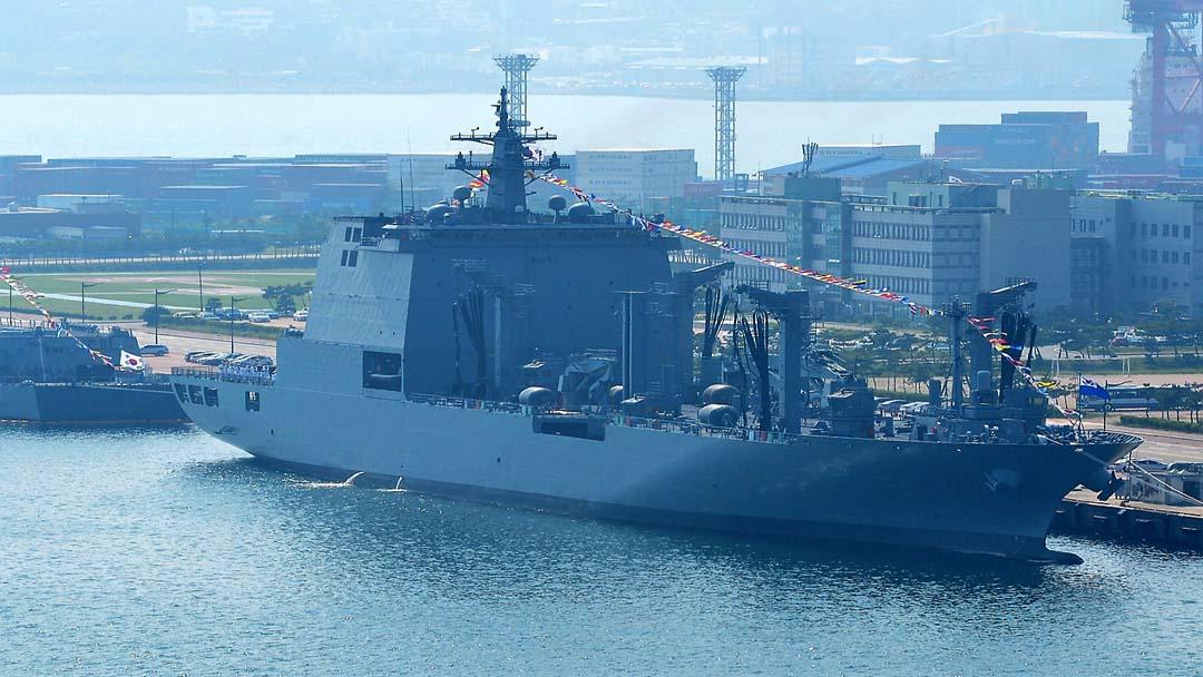 В состав ВМС Южной Кореи принят корабль комплексного снабжения Soyang нового типа AOE II