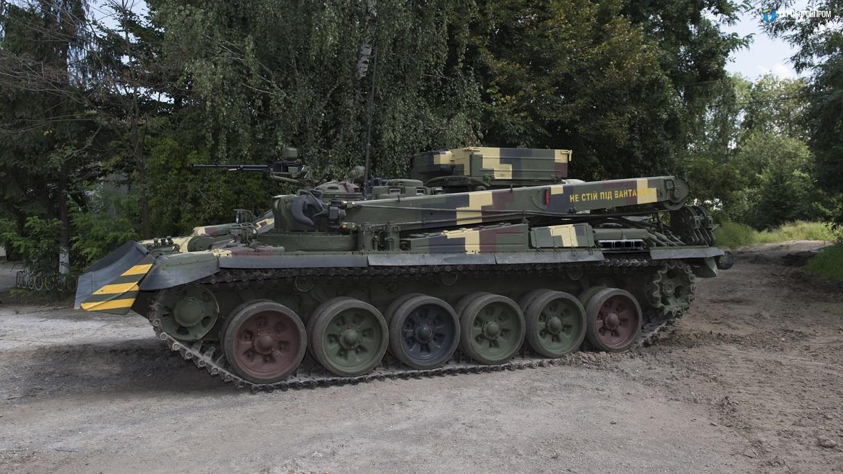 """Украинская бронированная ремонтная эвакуационная машина """"Лев"""" на базе танка Т-72"""