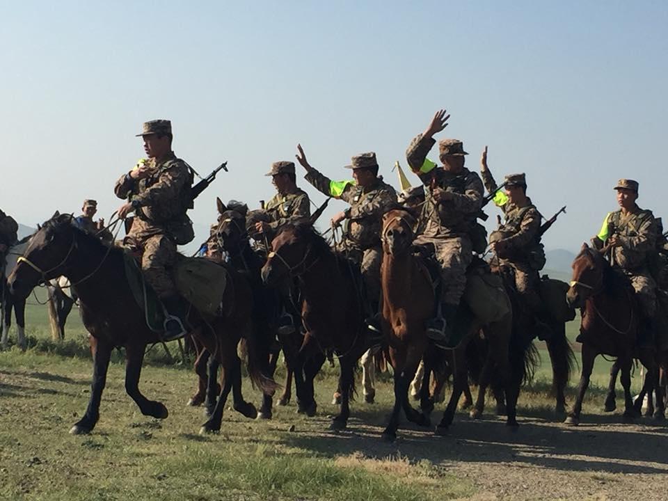 Смотр кавалерийских подразделений вооруженных сил Монголии