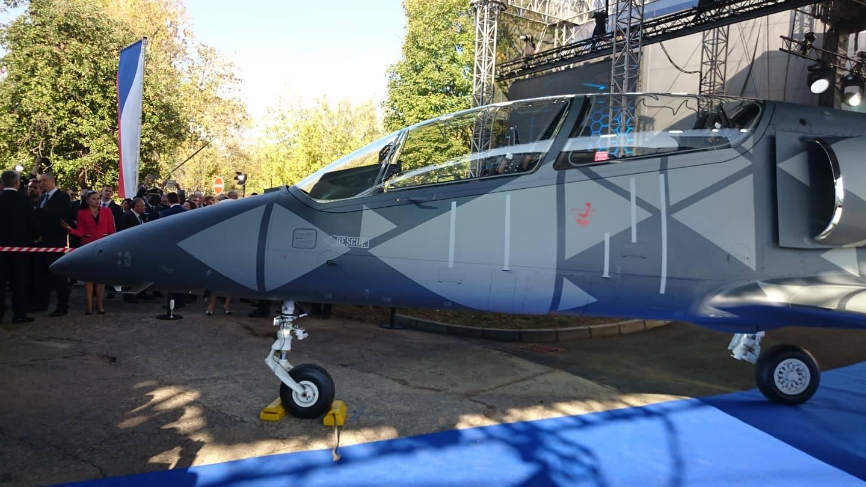 Выкатка первого опытного образца учебно-боевого самолета Aero Vodochody L-39NG