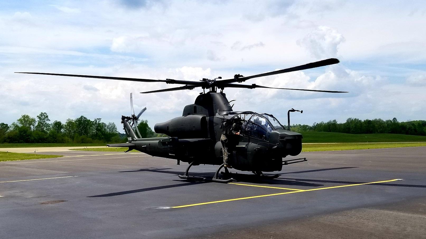 США остановили поставку Пакистану боевых вертолетов AH-1Z