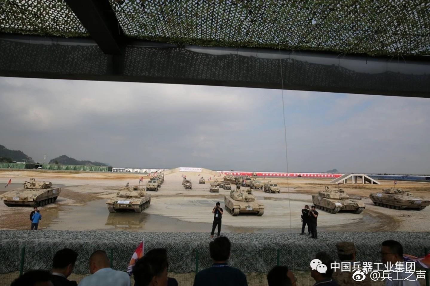 Чжухай-2018: динамический показ бронетанковой техники в режиме подготовки