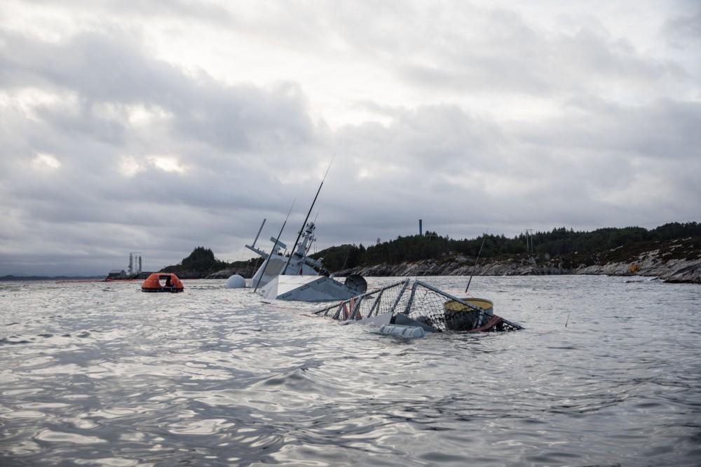 Норвежский фрегат Helge Ingstad полностью затонул wtvf7j6VVyk7WeAQHaOq-Ac4BYc_l9QNq3HoJjO42Gog (1)