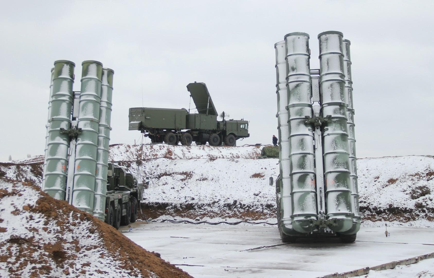 В Крыму заступил на боевое дежурство четвертый дивизион зенитной ракетной системы С-400