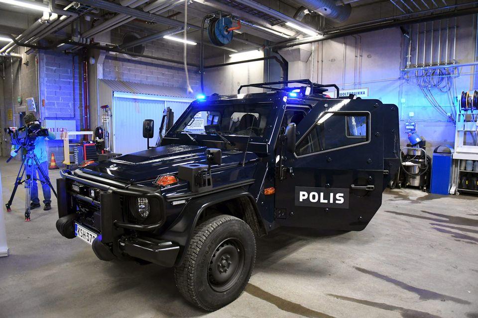 Новые бронеавтомобили Mercedes-Benz G280 CDI LAPV 5.4 финской полиции