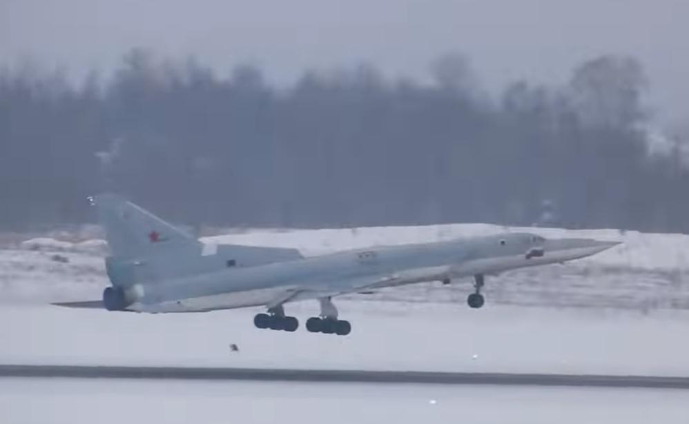 Первый полет первого образца модернизированного дальнего бомбардировщика Ту-22М3М