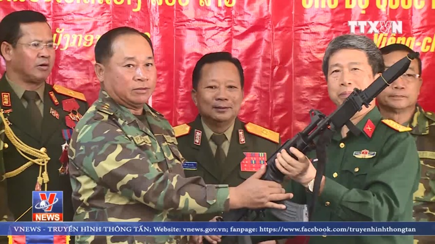 Вьетнам передал Лаосу партию израильских автоматических винтовок Galil ACE