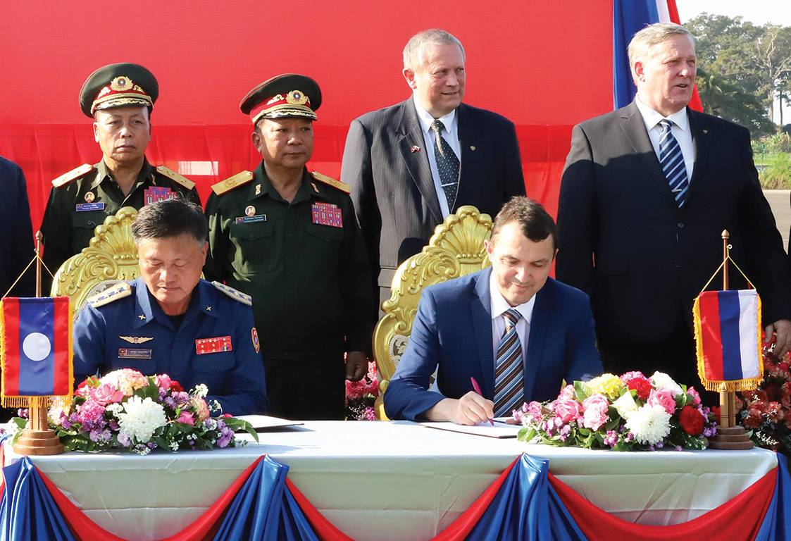 Официальная церемония передачи Россией Лаосу четырех учебно-боевых самолетов Як-130