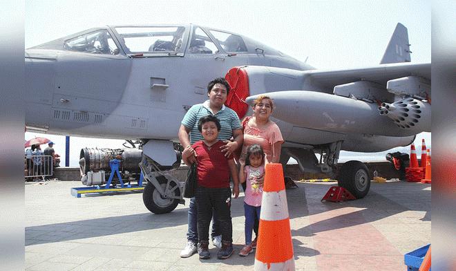 Воздушный парад в честь 100-летия военно-воздушных сил Перу