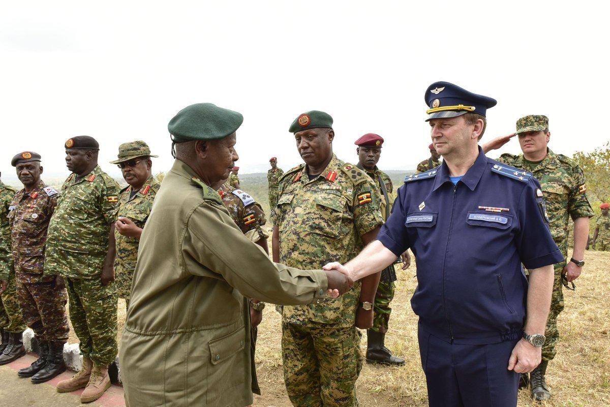 Российские военные провели шестимесячные курсы командиров танковых подразделений в Уганде