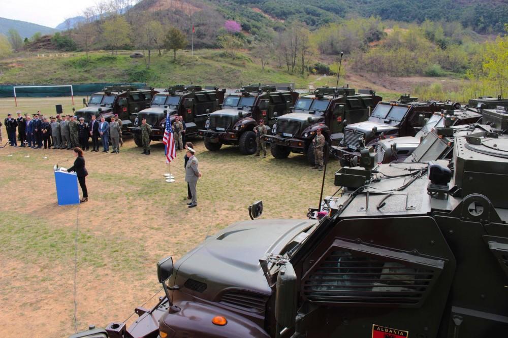 البانيا تتسلم 37 عربه MRAP نوع International MaxxPro  من الولايات المتحده 6724008_1000