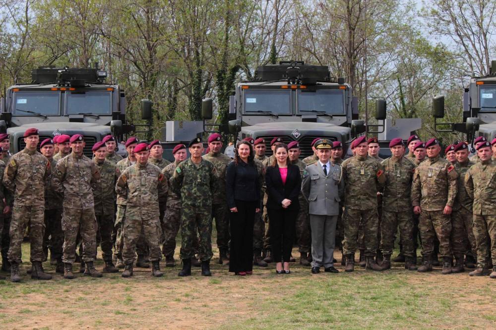 البانيا تتسلم 37 عربه MRAP نوع International MaxxPro  من الولايات المتحده 6724319_1000