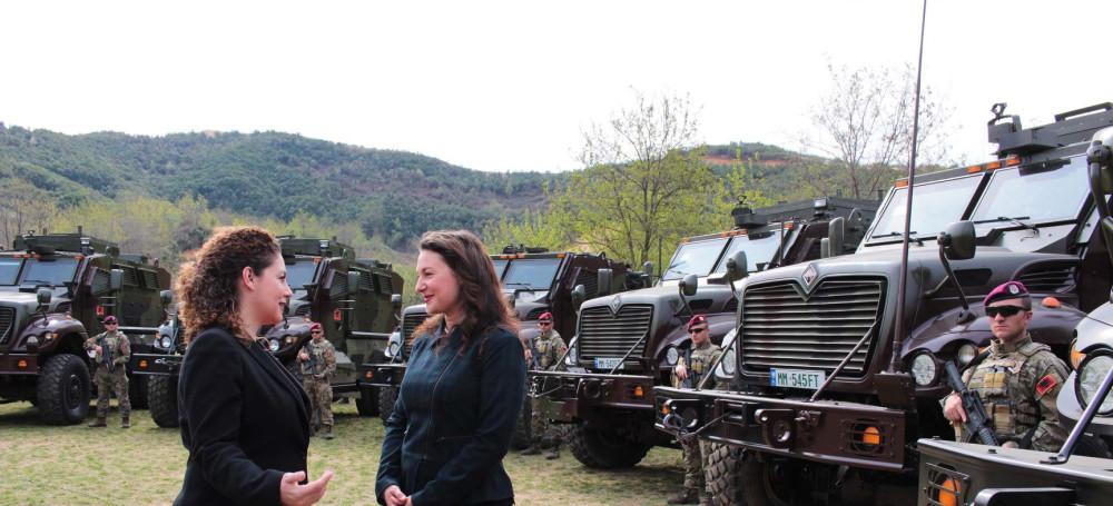 البانيا تتسلم 37 عربه MRAP نوع International MaxxPro  من الولايات المتحده 6724503_1000
