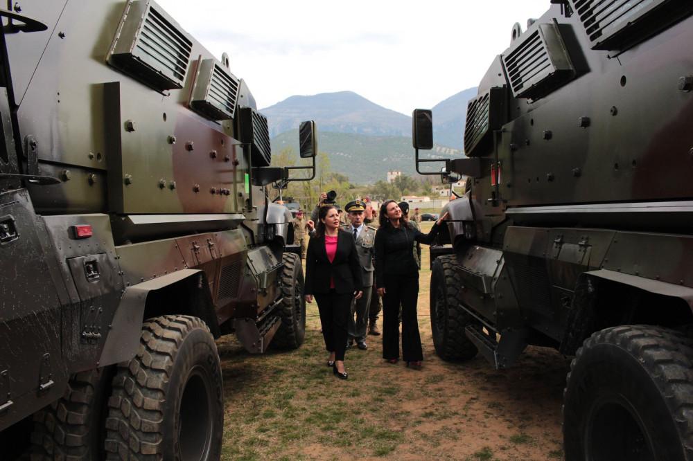 البانيا تتسلم 37 عربه MRAP نوع International MaxxPro  من الولايات المتحده 6724810_1000