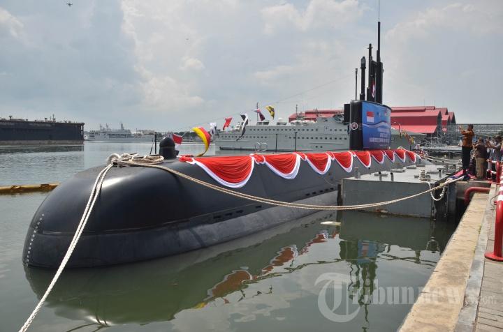 peluncuran-kapal-selam-baru-kri-alugoro-405_20190411_203929