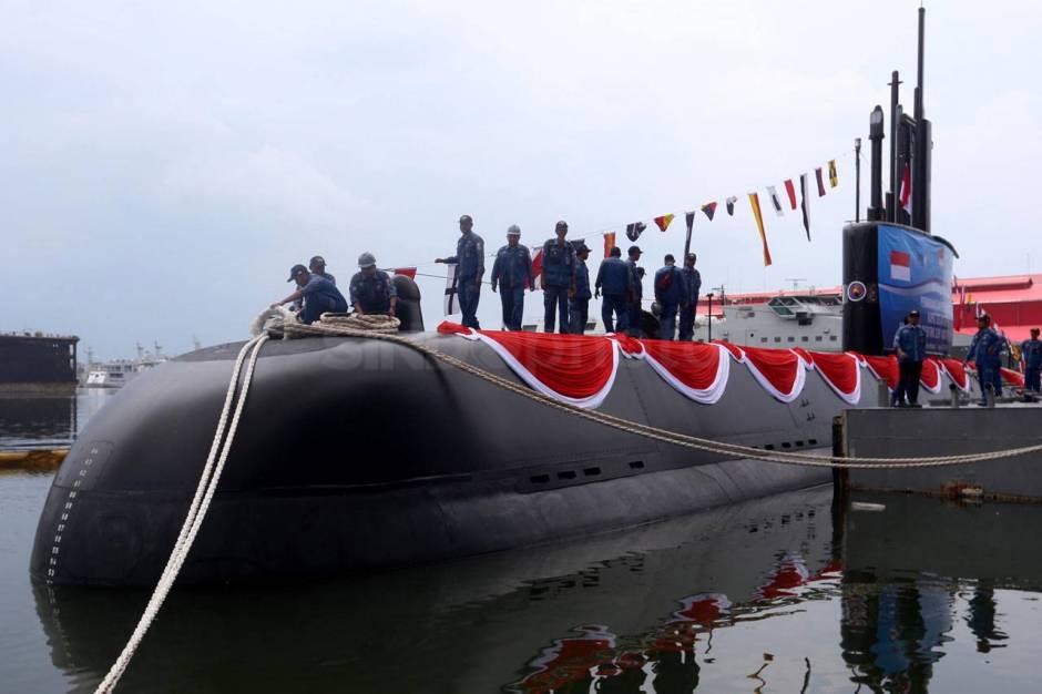 138550-menhan-luncurkan-kapal-selam-kri-alugoro-405-n8a_highres