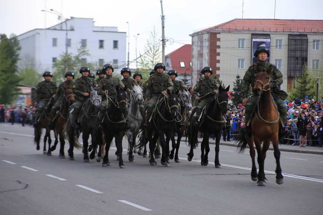 Кавалерия на параде Победы в Туве