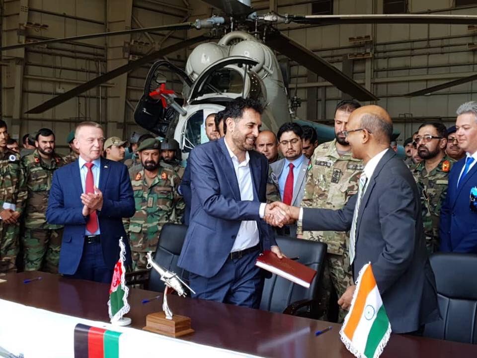 Церемония передачи Индией Афганистану двух вертолетов Ми-24В, приобретенных в Белоруссии