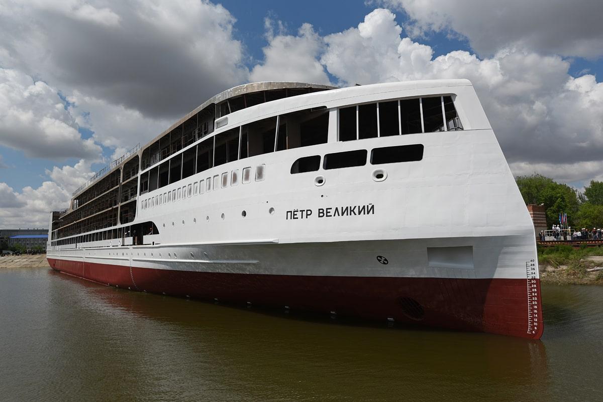 Спущен на воду круизный пассажирский лайнер «Пётр Великий» проекта PV300VD