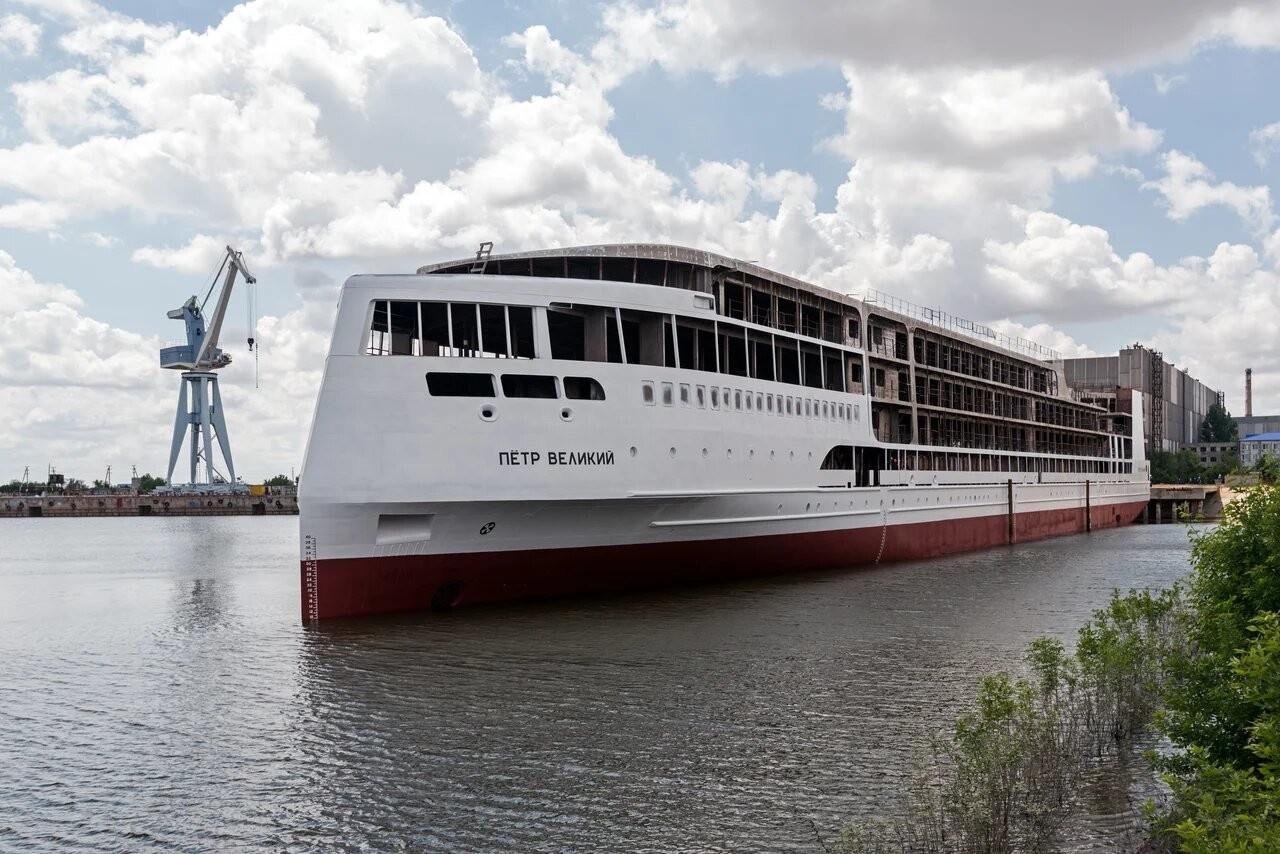 Спущен на воду круизный пассажирский лайнер «Пётр Великий» проекта PV300VD PV